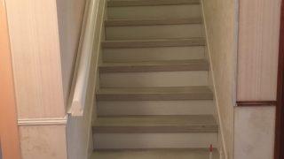 Habillage d'escalier béton Avant/Après Saint-Nazaire St Brevin